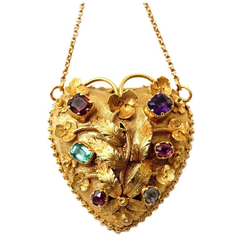 Colgante de estilo gregoriano con forma de corazón en oro y piedras preciosas