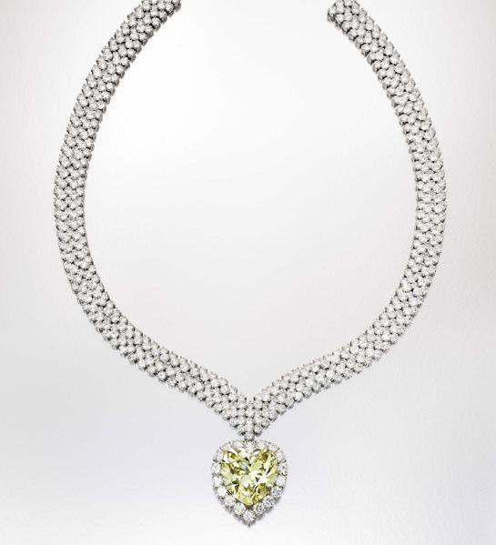 Collar Van Cleef & Arpels con diamante amarillo de 47,14 quilates que perteneció a la Duquesa de Windsor. Valorado entre 1.5 y 2