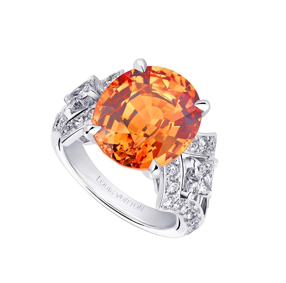 Anillo Acte V Genesis dde Llouis Vuitton con un granate mandarino rodeado de diamnates