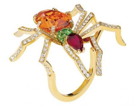 Anillo araña de Chaumet en oro amarillo, diamantes y piedras preciosas