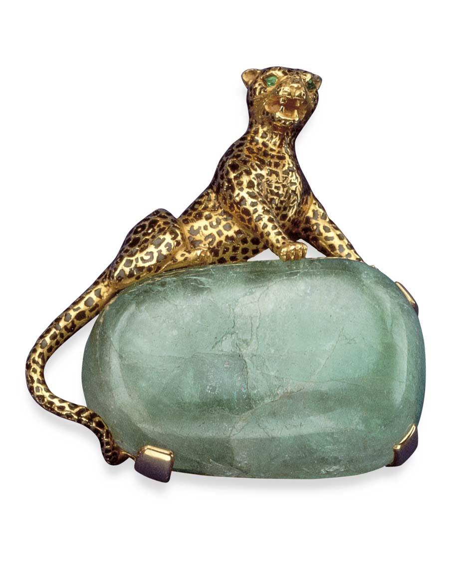 Broche Clip de Cartier Panthère perteneciente a la colección de la Duquesa de Windsor 1048, en oro, esmalte negro y esmeraldas.