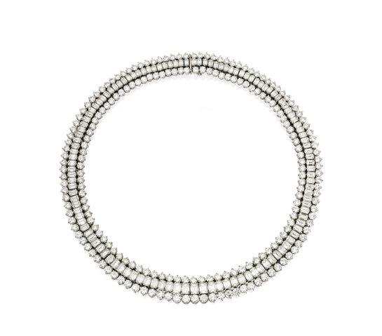 Collar Oscar Heyman & Brothers en platino con 35,07 quilates de diamantes en talla esmeralda y 43,76 quilates de talla redonda.