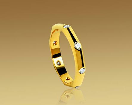 Alianza Fendi de Bulgari en oro amarillo y diamantes