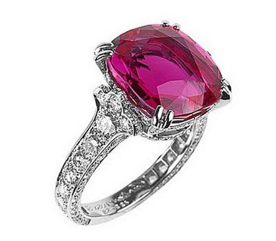 Sortija de rubí y diamantes