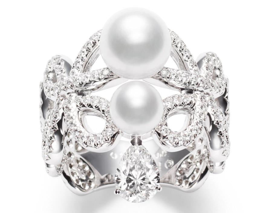 Anillo Magnificent Adornments Inspiration en oro, diamantes blancos y perlas Akoya