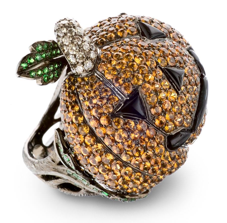 Anillo Calabaza de Lydia Courteille en oro con zafiros naranjas, granates verdes y diamantes