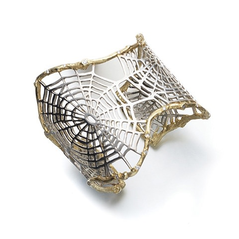 Brazalete manchette tela de araña de K.Brunini Jewels en plata y oro de 18 quilates con diamantes rosas en los bordes