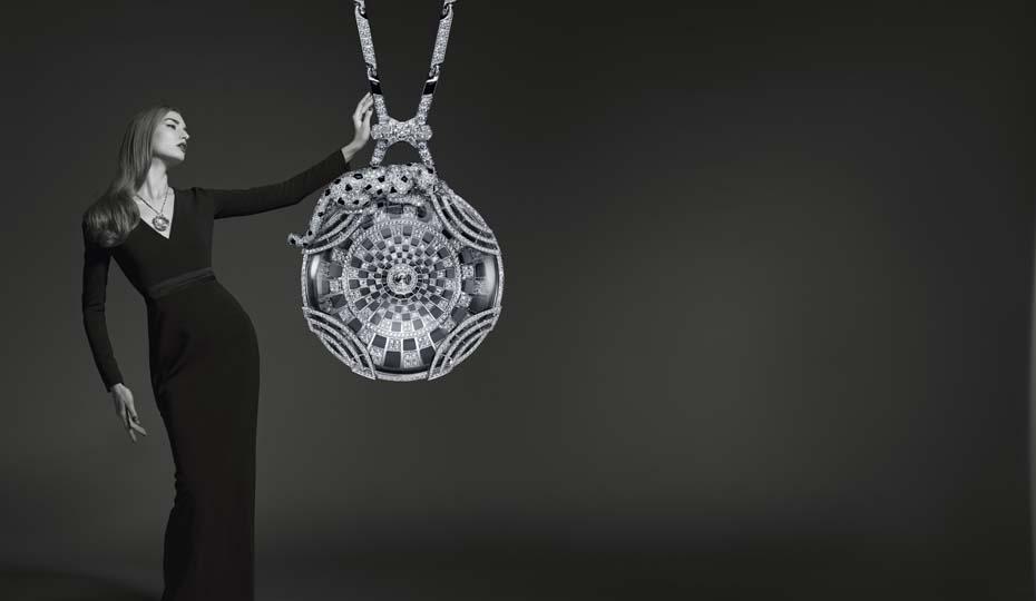 Colgante Cartier Panthère Collection 2014 en oro con cristal de roca, ónice esmeraldas y diamantes