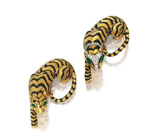 Dos broches tigre de David Webb en oro de 18 quilates y piedras preciosas