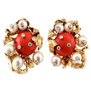 Pendientes Vintage de David Webb en oro 18 quilates con corales en cabujón, diamantes y perlas
