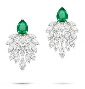 Pendientes en oro blanco con diamantes talla marquesa y esmeraldas talla pera