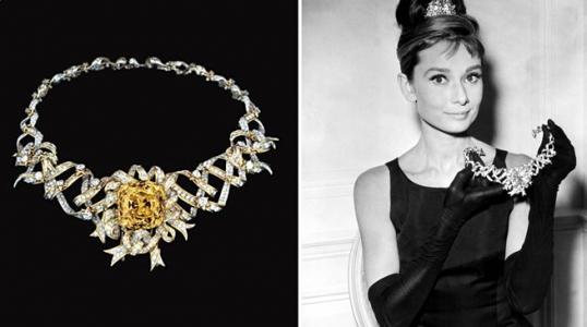 Audrey Hepburn con joyas de Tiffany & Co.