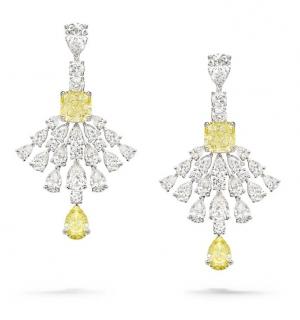 Pendientes en oro blanco, diamantes pera, 2 diamantes amarillos de talla cojín, 2 diamantes amarillos pera y brillantes engastad
