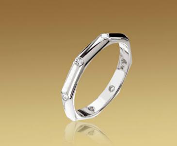 Alianza Fendi octogonal en platino y diamantes