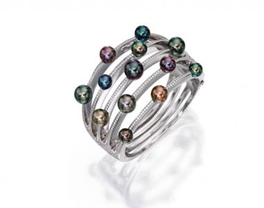 Anillo Mikimoto en oro blanco de 18 quilates y perlas cultivadas acompañadas de diamantes