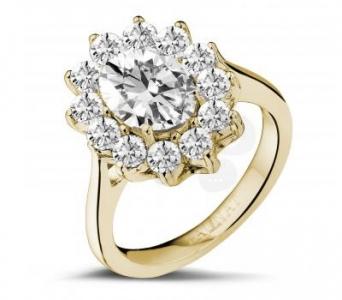 Anillo de margarita con diamantes de Baunat en oro amarillo y diamantes