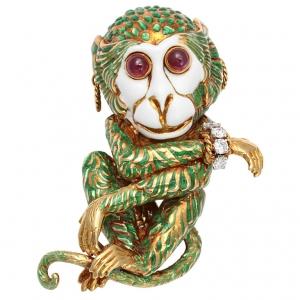 Broche Mono David Webb en oro de 18 quilates con rubíes en cabujón como ojos, esmalte verde y oro, un brazalete divino en diaman