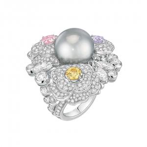 Sortija Camélia de Channel con perla