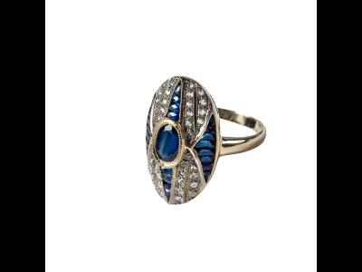 Anillo de compromiso de Bárcena con piedras blancas y azules