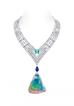 Collar Genesis Acte V Louis Vuitton con un ópalo negro australiano de 87,92 quilates y diamantes talal estrella
