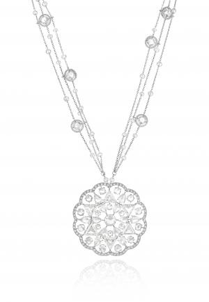 Collar oro blanco, diamantes triángulo (13,34 qts), cuentas de diamantes (22,25qts), diamantes rosa y pera