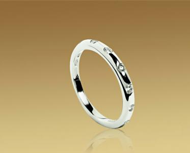Alianza Fendi en oro blanco y diamantes