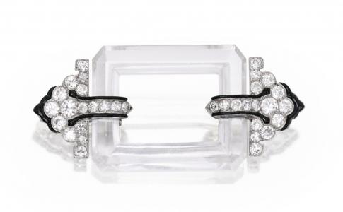 Broche de LaCloche Frères Francia, en platino con cristal de roca, esmalte y diamantes