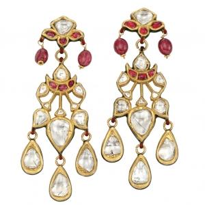 Pendientes en oro Indio con diamantes, perlas de rubíes y esmalte de Jaipur - estimado entre $2.500 y $3.500