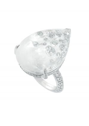 Sortija Boucheron Hotel de la Lumière con cristal de roca y diamantes
