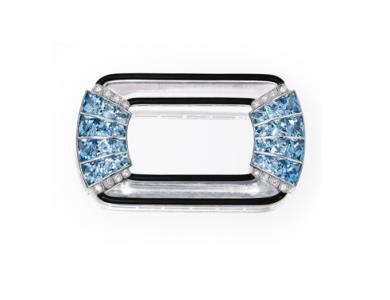 Broche clip de Starr&Frost en platino, aguamarina, diamante, cristal de roca y esmalte