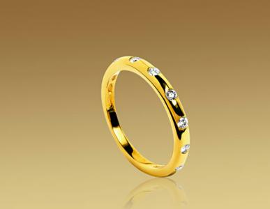 Alianza Fendi redonda de Bulgari en oro y diamantes