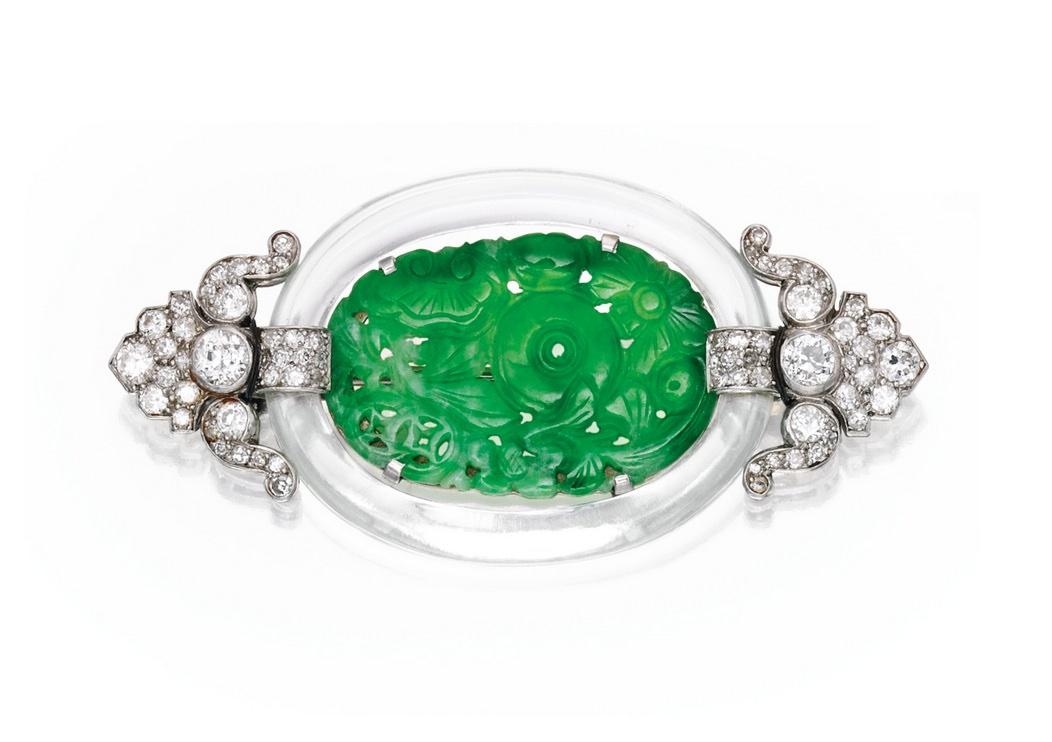 Broche Cartier en platino, oro blanco, cristal de roca, diamantes y jade