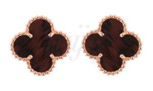 Las joyas Alhambra de Van Cleef & Arpels, ahora en madera…