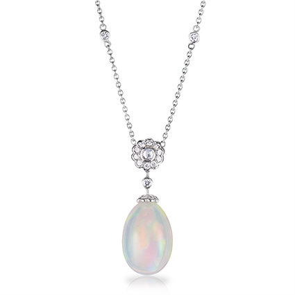 Colgante Karenina en Opalo blanco de alta Joyería Fabergé