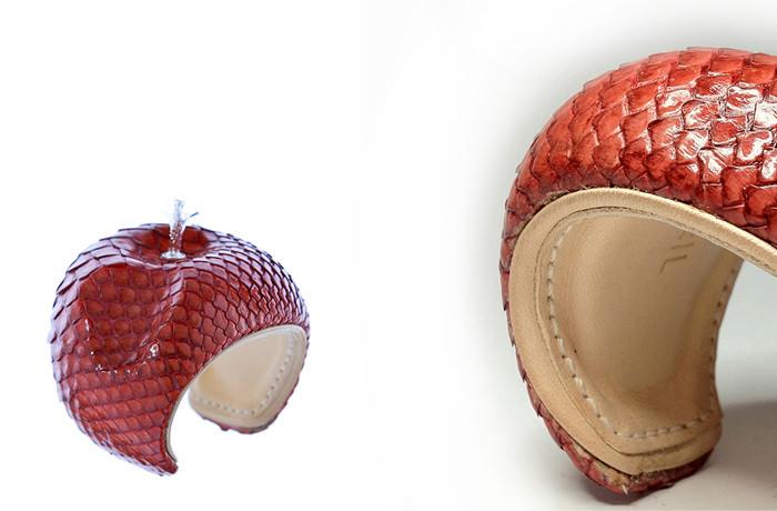 LA Manchette Pomme Cuero serpiente rojo de Nicolas Theil