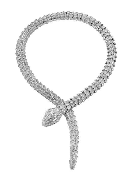 Bulgari inaugura boutique en Courchevel con una pieza única Collar serpenti