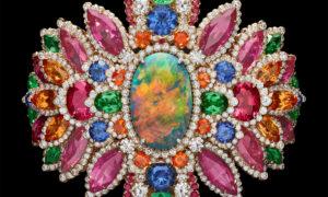 El brazalete Dentelle Opale D'Orient de alta joyería Dior