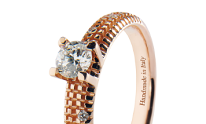 Solitarios y anillos de pedida en oro rosa