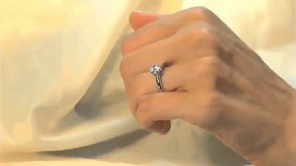 Elegir la talla del diamante según tu mano