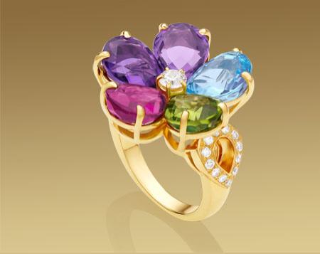 Anillo Bulgari de flor con zafiro azul, amatista, rubelita, topacio, peridoto con pavé de diamantes en oro amarillo