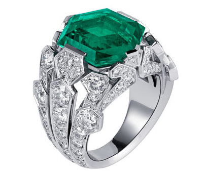 Anillo con esmeralda y diamantes de Cartier