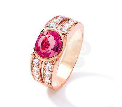Anillo con zafiro rosa en oro rosa de Scherlé