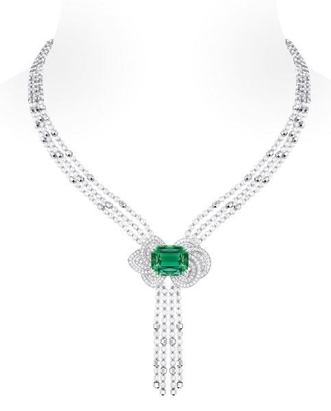 Collar Fleur d'Éternité de Louis Vuitton Voyage dans le temps, oro, perlas, diamantes y turmalina verde