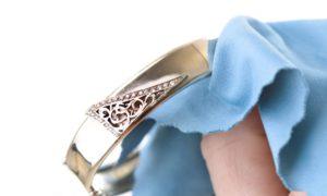 Como limpiar las joyas de oro y plata