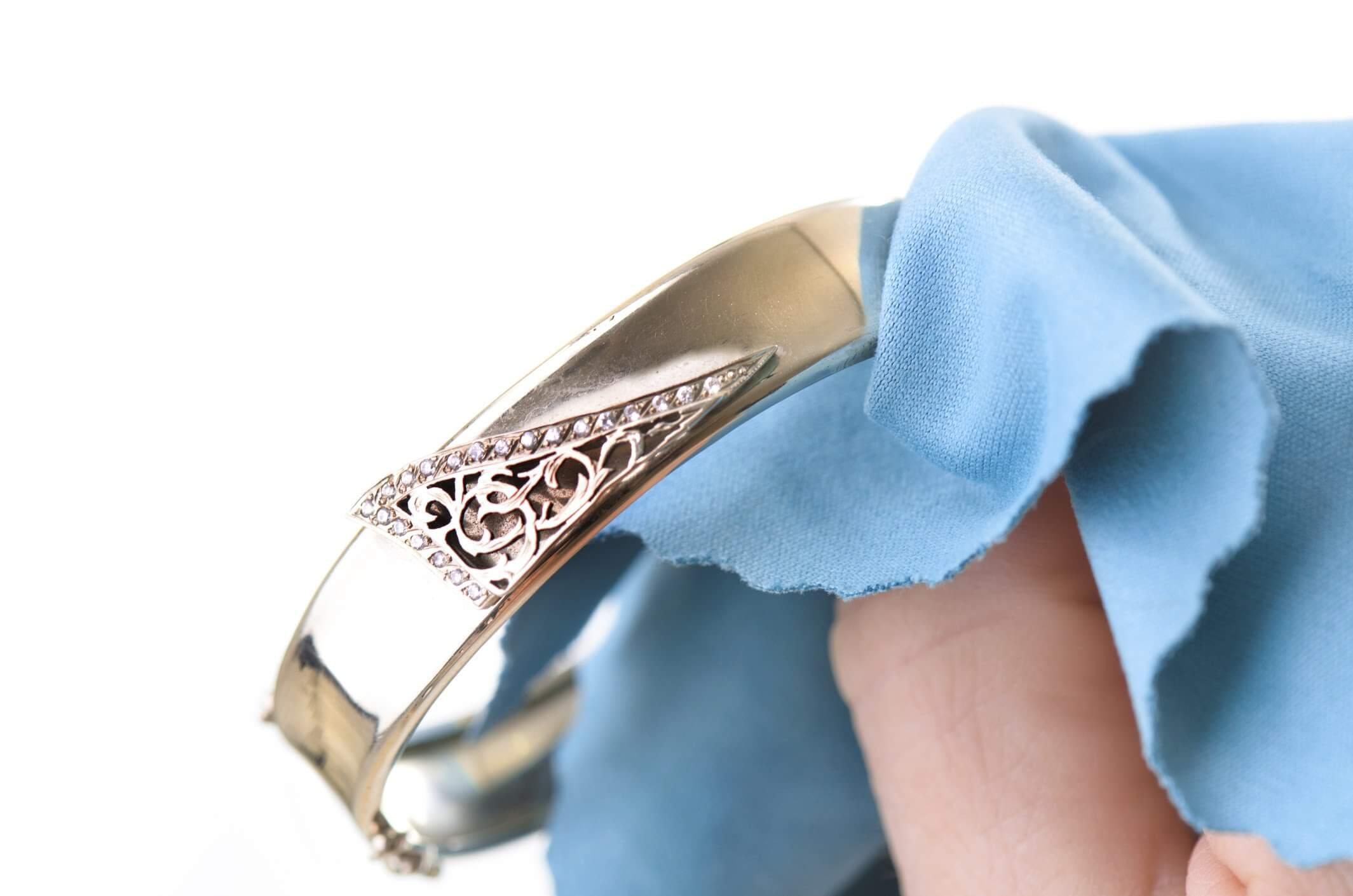 def5600988bb Como limpiar las joyas de oro y plata - Corazón de Joyas