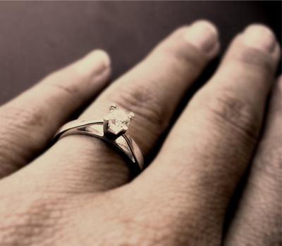 En que dedo se lleva el anillo de compromiso coraz n for En que mano se usa el anillo de compromiso