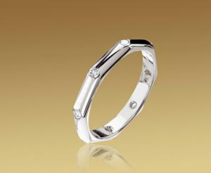 catálogo de joyas Bulgari Alianza Fedi octogonal Bulgari en oro blanco y diamantes