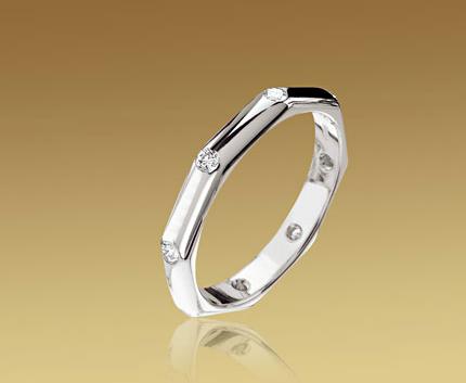Alianza Fedi octogonal Bulgari en oro blanco y diamantes