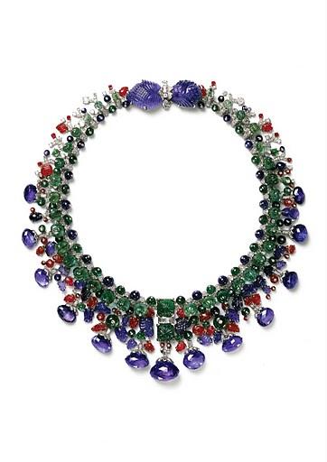 Collar Tutti Frutti joya retro año 1936 de Cartier en platino y oro con zafiros, diamantes y esmeraldas