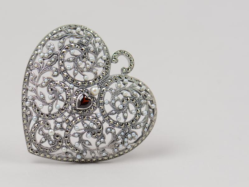 brochecorazon-plata-antigua-rubino-piedrassemiprecioas-lopezlinares-joyas